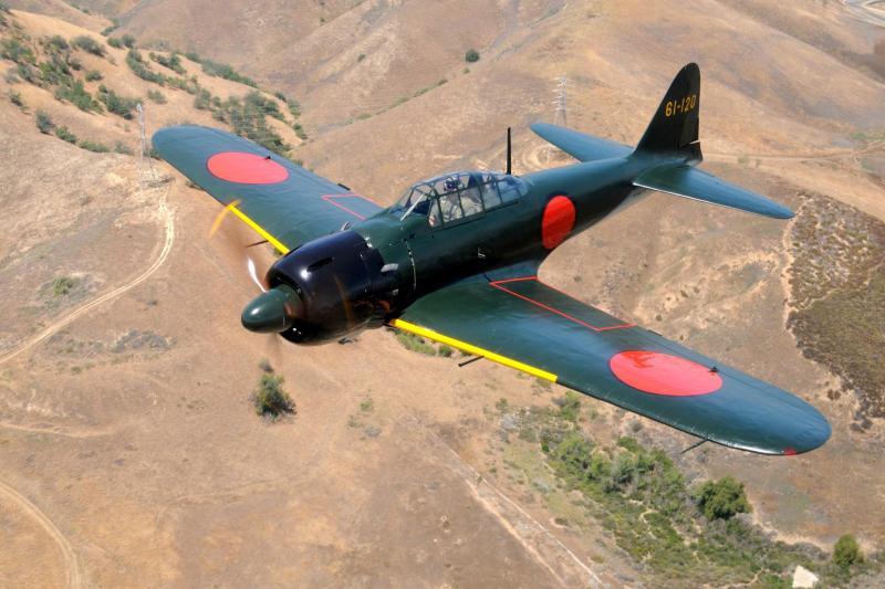 復元成り、カリフォルニア上空を飛行するゼロ戦52型