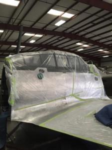 機体中央部は塗装を控え、マスキングされています。